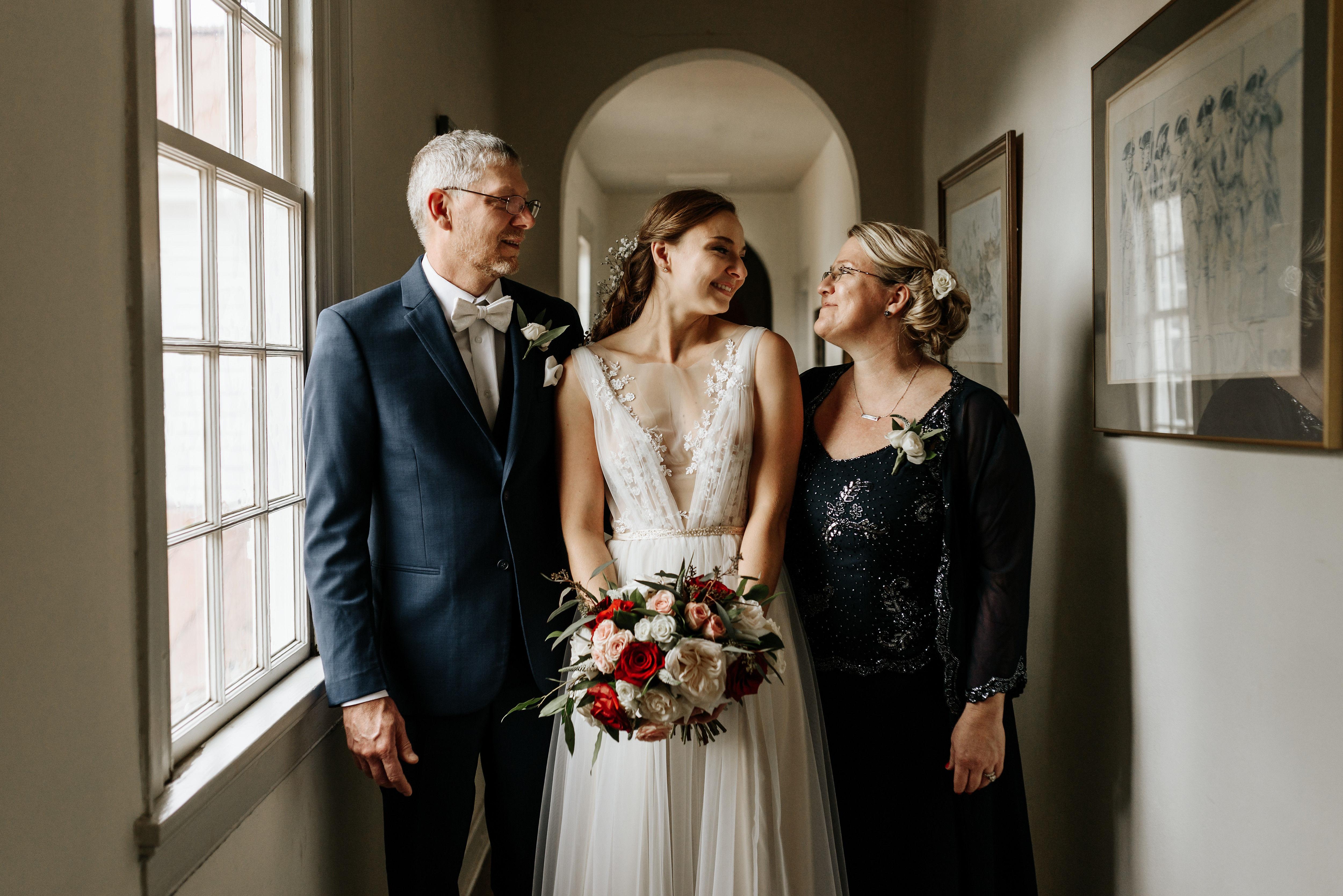 Hanover_Tavern_Wedding_Tori_Jared_Photography_by_V_1453