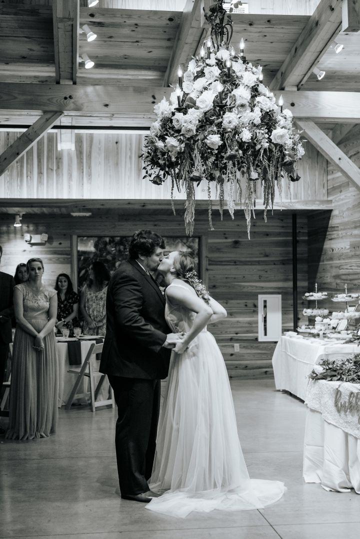 Hanover_Tavern_Wedding_Tori_Jared_Photography_by_V_5818